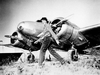 Амелия Эрхарт и её самолет